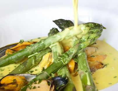 Asparagus with mussels